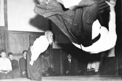 morihei-ueshiba-throwing-tada-600